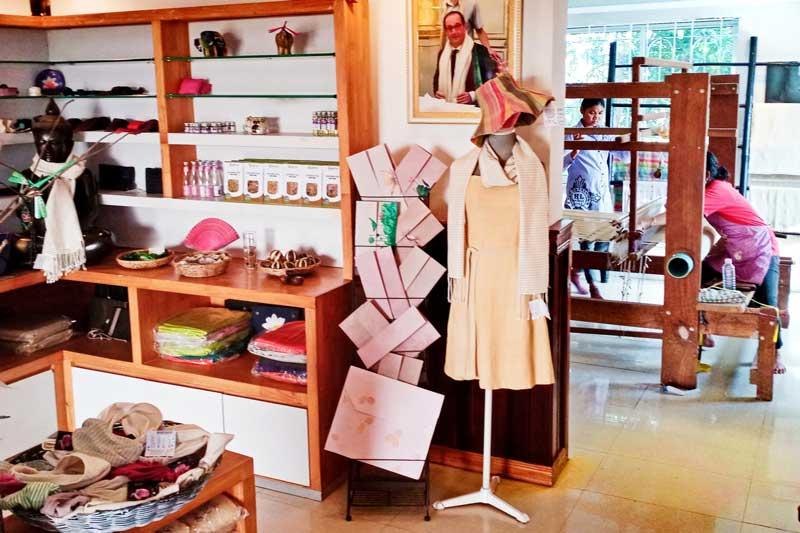Samatoa Lotus farm souvenir shop